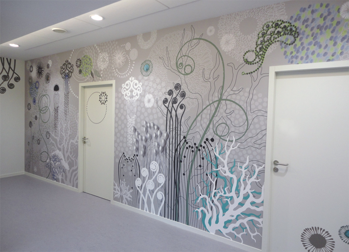Décor mural imprimé, fresque panoramique, composition murale, graphisme d'espace, ambiance graphique, papier peint personnalisé, tapisserie sur mesure et personnalisée