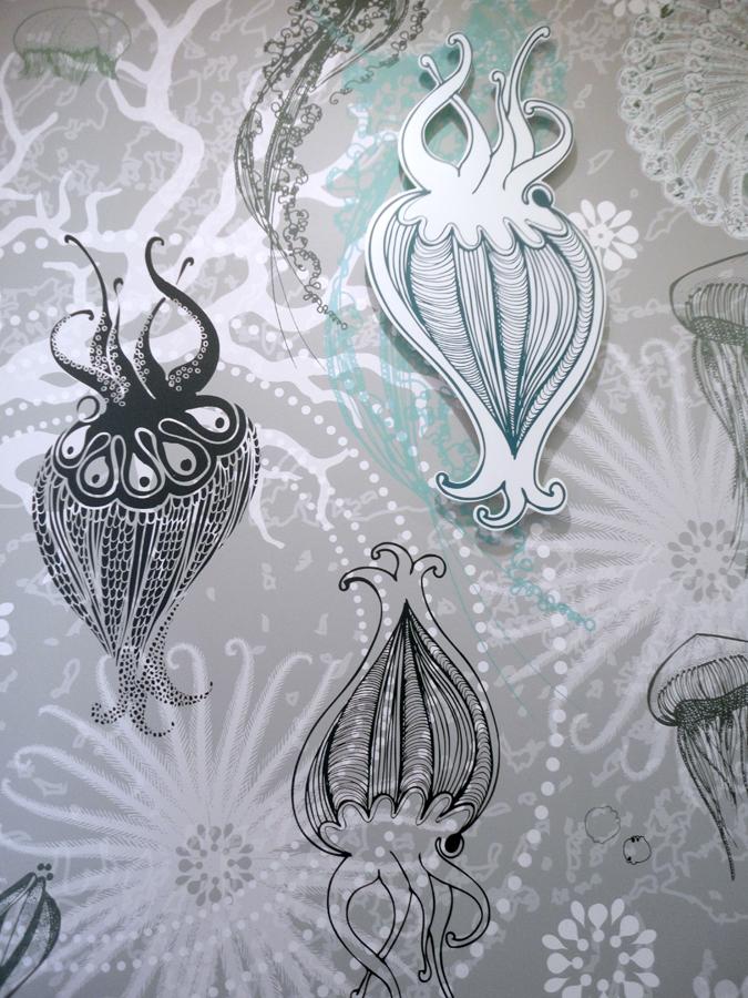 Personnalisation de la décoration murale, décor panoramique sur mesure, décoration murale personnalisée, habillage mural contemporain. Design mural de Sophie Briand.