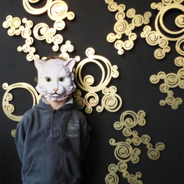décoration murale design, décor mural en métal, motif ajouré, métal découpé, design Sophie Briand