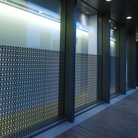 motif pour personnaliser une vitrophanie, personnalisation des murs et des vitres, vitrine personnalisée