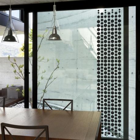 Film adhésif décoratif pour vitres. Design Sophie Briand-Collet.