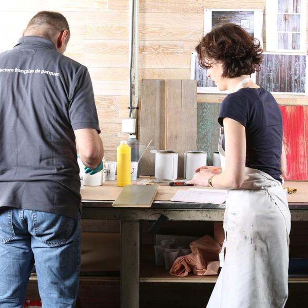 Au sein des ateliers Panaget, Sophie Briand-Collet et Rémy Gardan unissent leurs compétences pour  développer de nouveaux produits (parquets et bois mural).