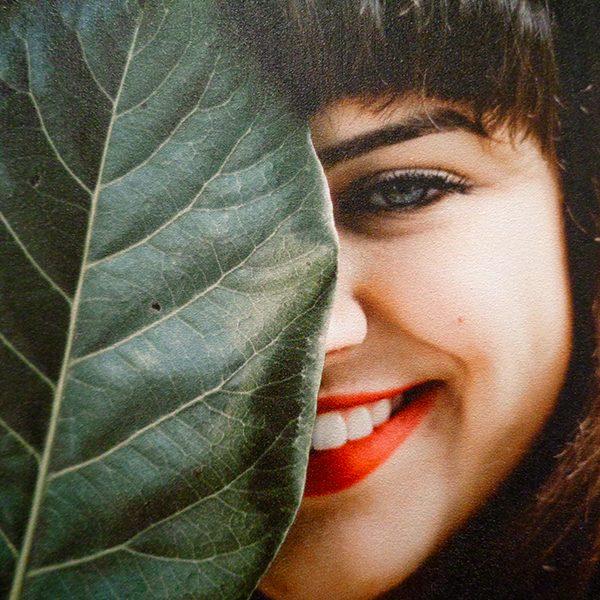 Sourire. Détail de la composition murale. Photo haute définition imprimée sur toile murale.